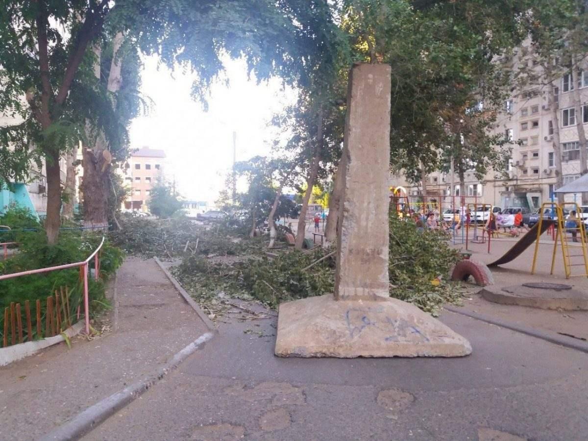 Въезд во двор в микрорайоне Бабаевского перекрыли суровым способом