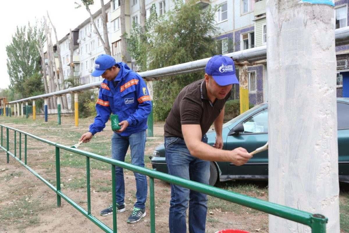 Астраханские газовики встретили осень субботником