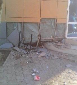 Лихач на BMW протаранил фасад кафе в центре Астрахани