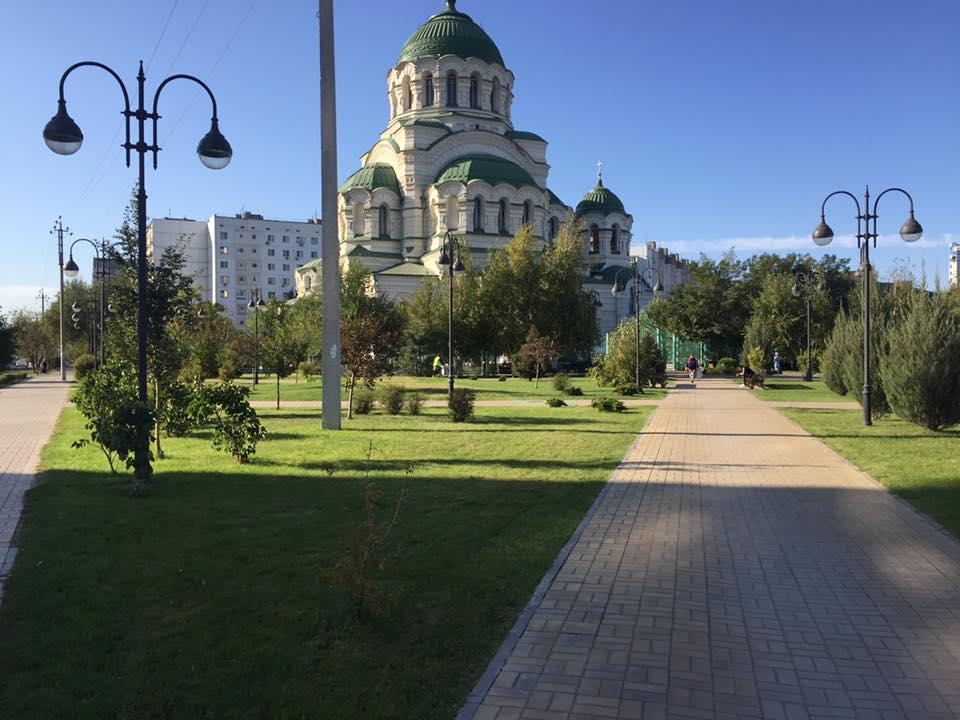 Аллею около храма святого Владимира привели в порядок