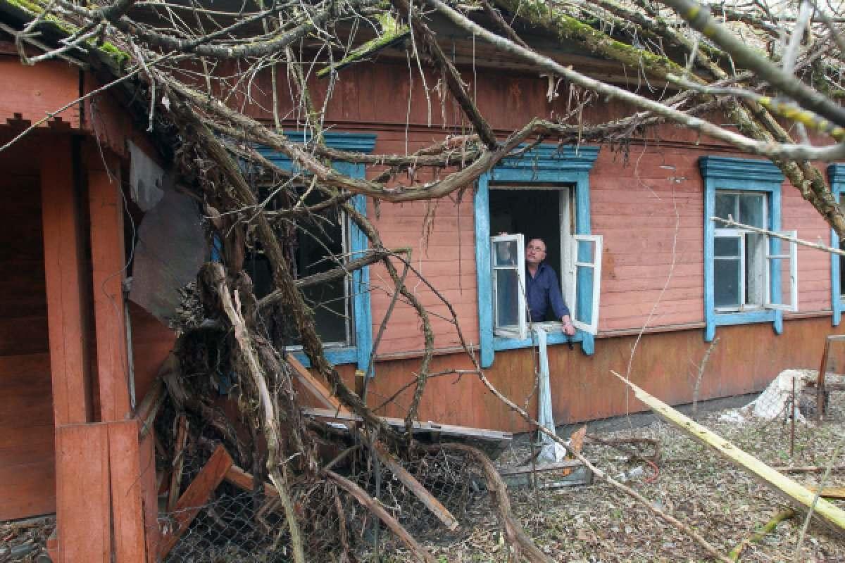 Заброшенный дом в центре Астрахани стал убежищем для молодой женщины
