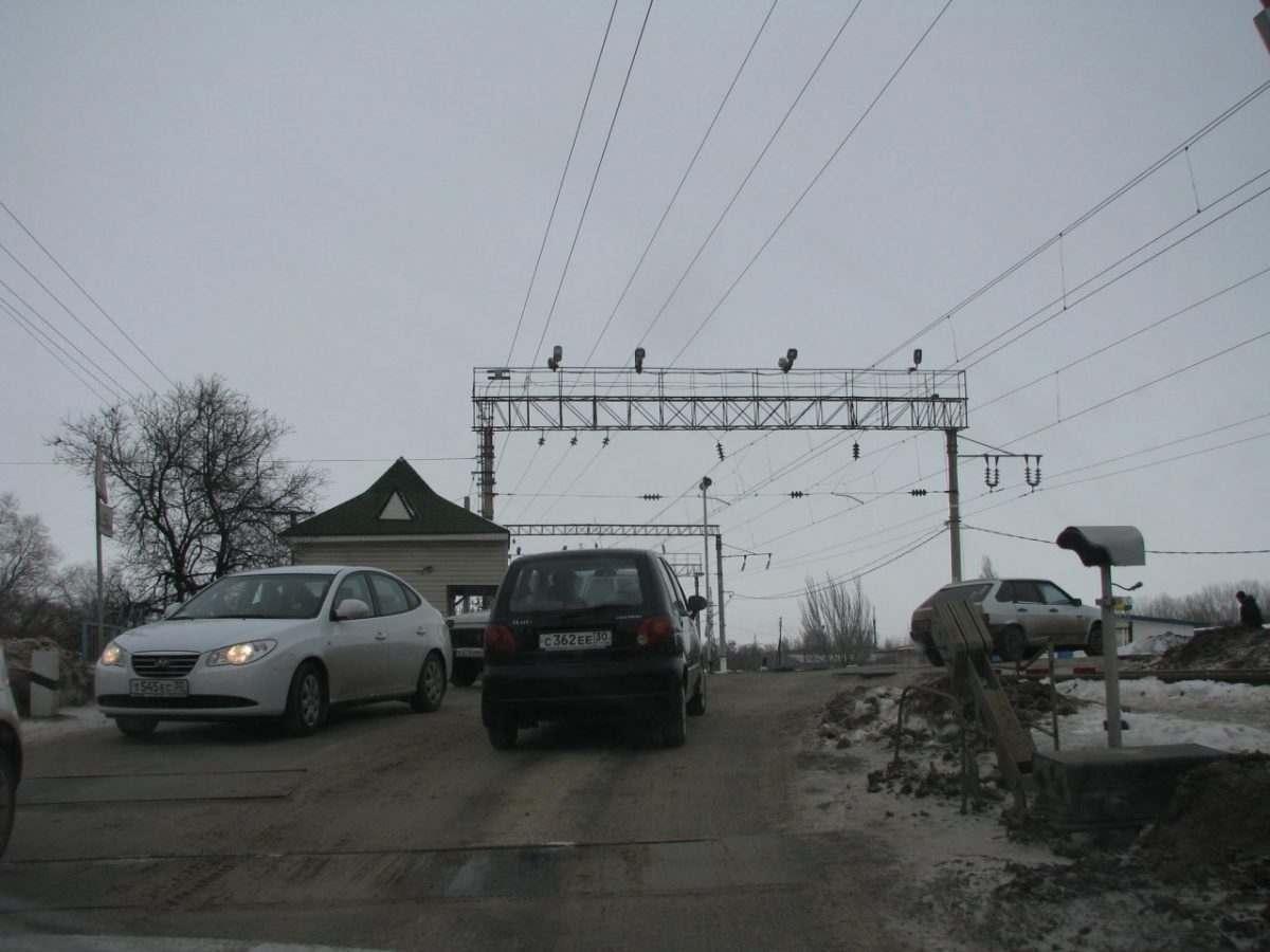 Два самых оживлённых железнодорожных переезда Астрахани переведены на современное светодиодное освещение