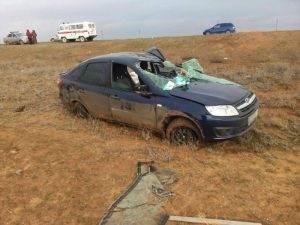 Под Астраханью опрокинулся автомобиль