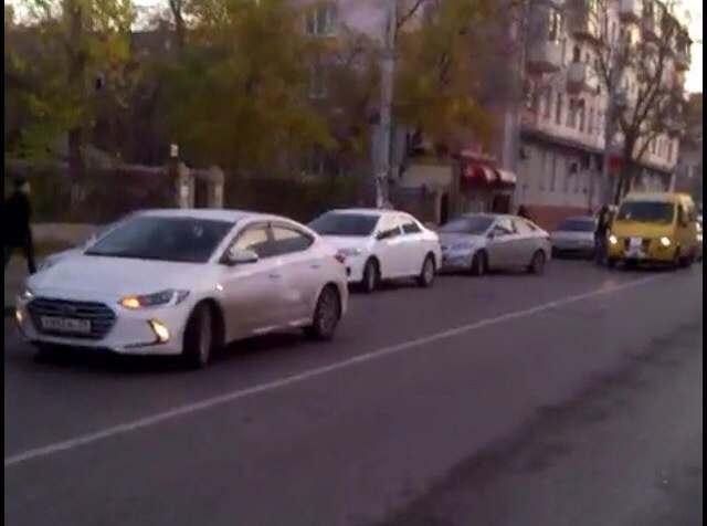 Астраханцы обсуждают видео фортеля с парковкой