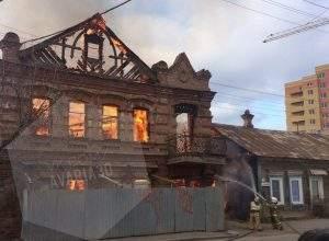 Сильный пожар привел к затору на Красной набережной