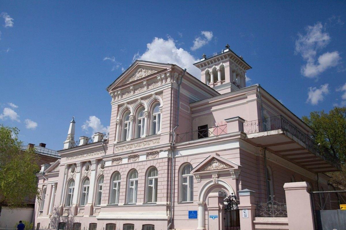 Рядом с объектами культурного наследия в Астрахани продолжают стройку