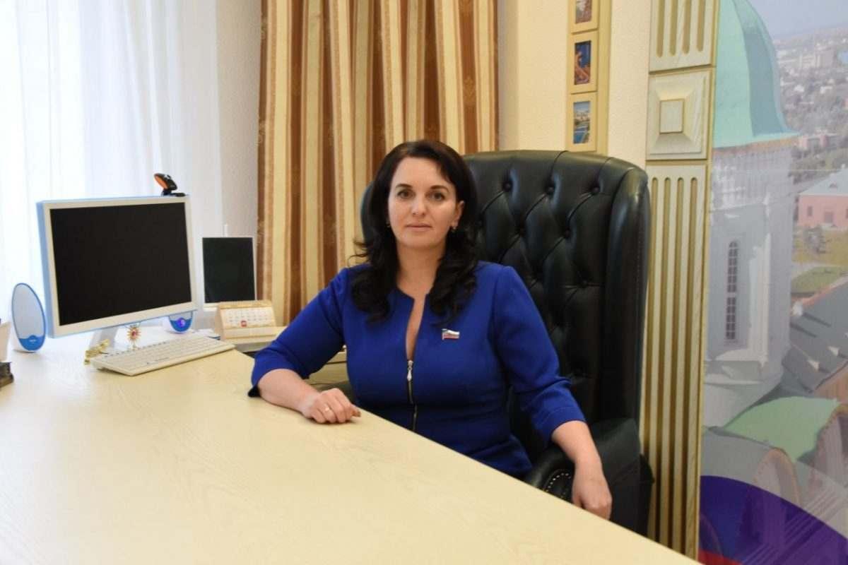 Алена Губанова призвала возобновить диалог депутатов и горадминистрации в интернет-мессенджере
