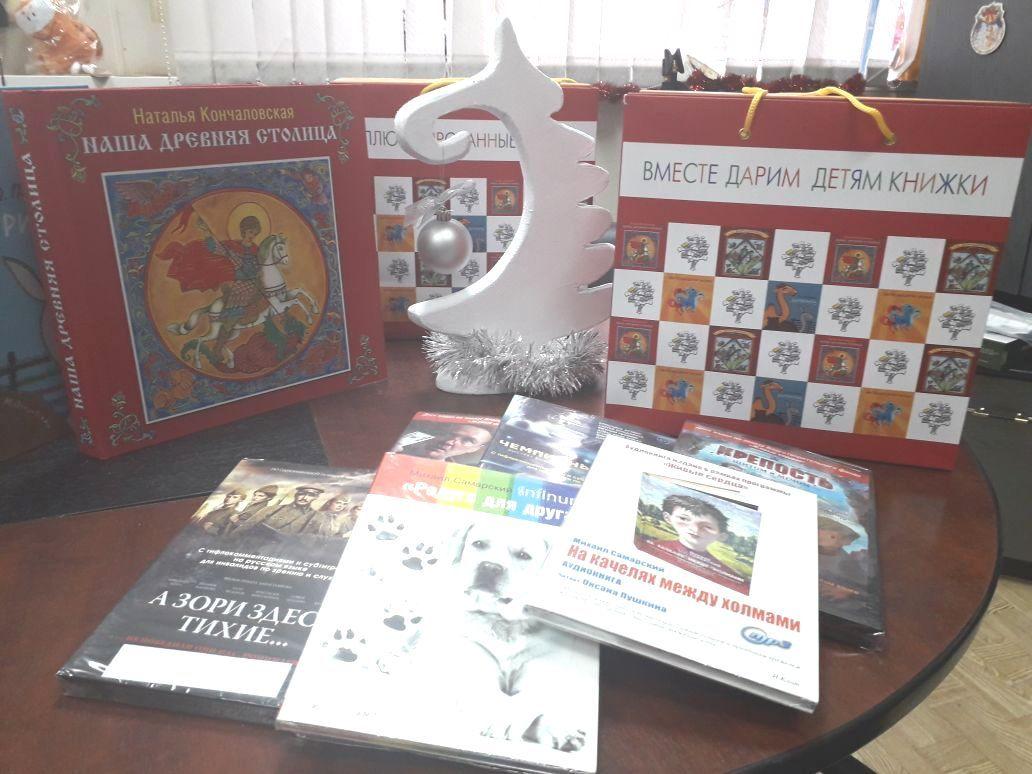 «МегаФон» пополнил библиотеку губернского техникума книгами и фильмами для слабовидящих детей