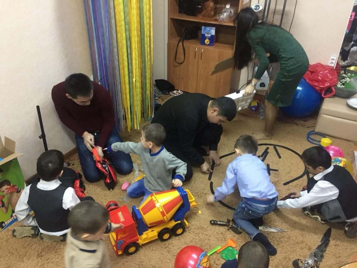 Молодые астраханские железнодорожники накануне Нового года навестили воспитанников реабилитационного центра