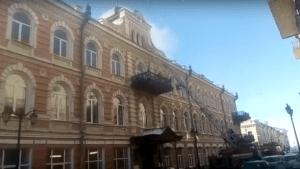 В центре Астрахани горит старинное здание