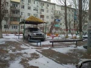 В Астрахани водитель сделал себе гараж из детской площадки