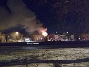 Крупный пожар в Астрахани: горит старинный дом на Красной Набережной