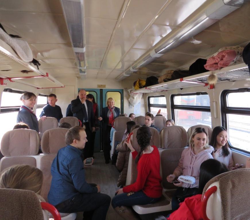 Астраханские железнодорожники организовали для студентов необычную поездку на рельсовом автобусе