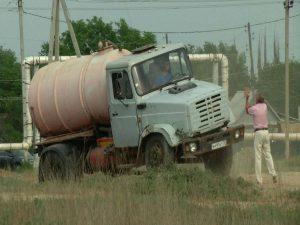 Астраханские ассенизаторы устраивают горожанам канализационные засоры