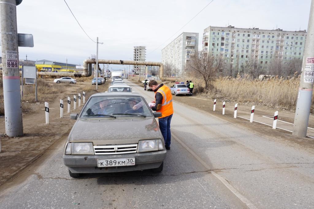 Профилактическое мероприятие «Безопасный переезд» организовали на оживлённом железнодорожном переезде в городе Астрахани