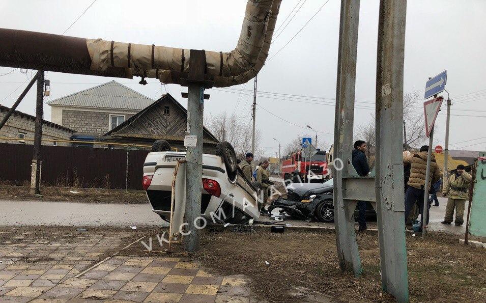 В Трусовском районе Астрахани перевернулся джип