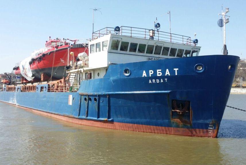 Астраханские судебные приставы забрали судно
