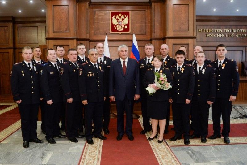 Владимир Колокольцев наградил астраханского полковника за спасение женщин и котика