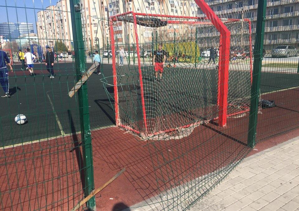 Астраханцы сетуют на низкое качество устанавливаемых в городе спортивных площадок