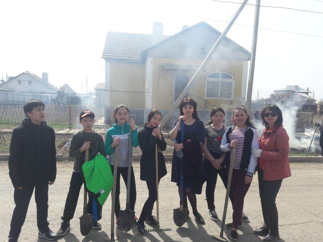 Волонтерский отряд в Приволжском районе прополол огород инвалиду