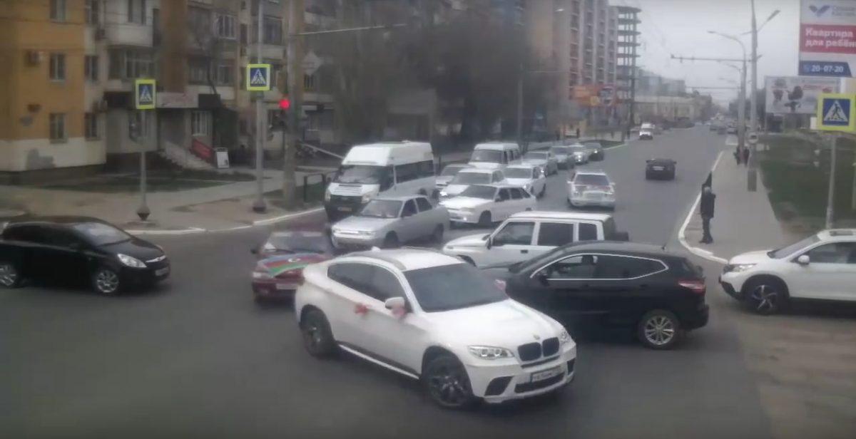 Астраханские полицейские оштрафовали участников свадьбы за массовые нарушения
