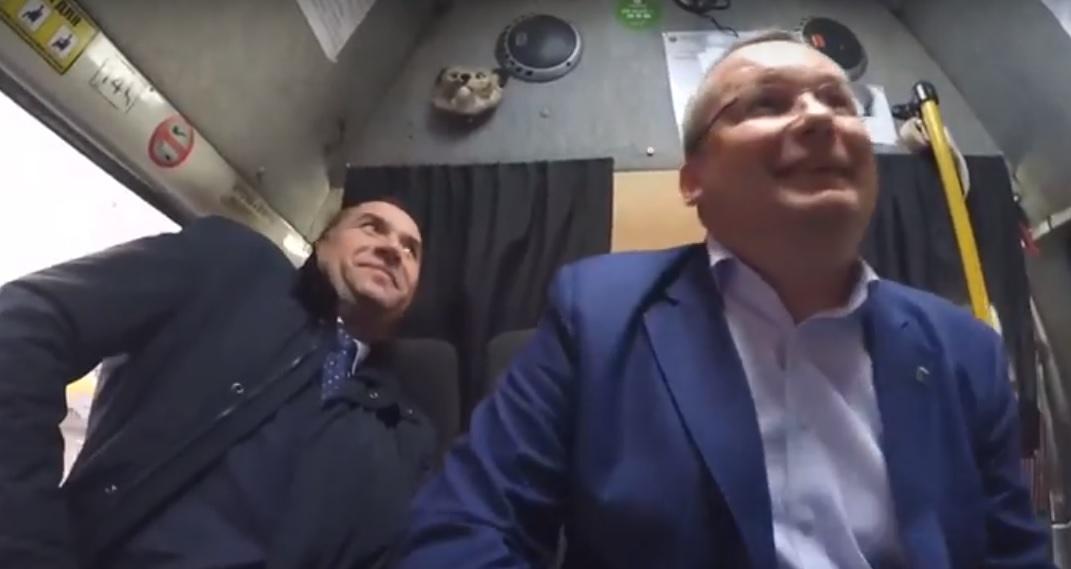 Спикер областной Думы Игорь Мартынов прокатился в маршрутке