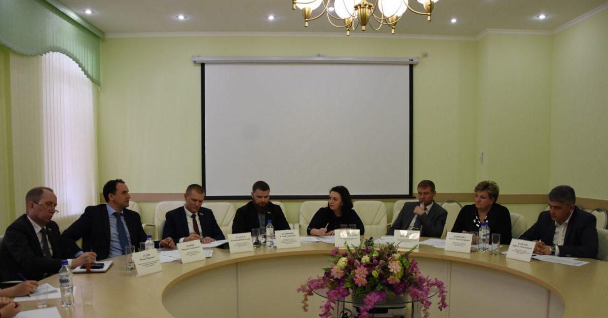 Председатели комитетов Городской Думы собрались за круглым столом