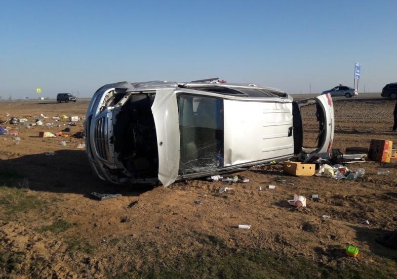 Под Астраханью опрокинулся автомобиль. Двое мужчин погибли