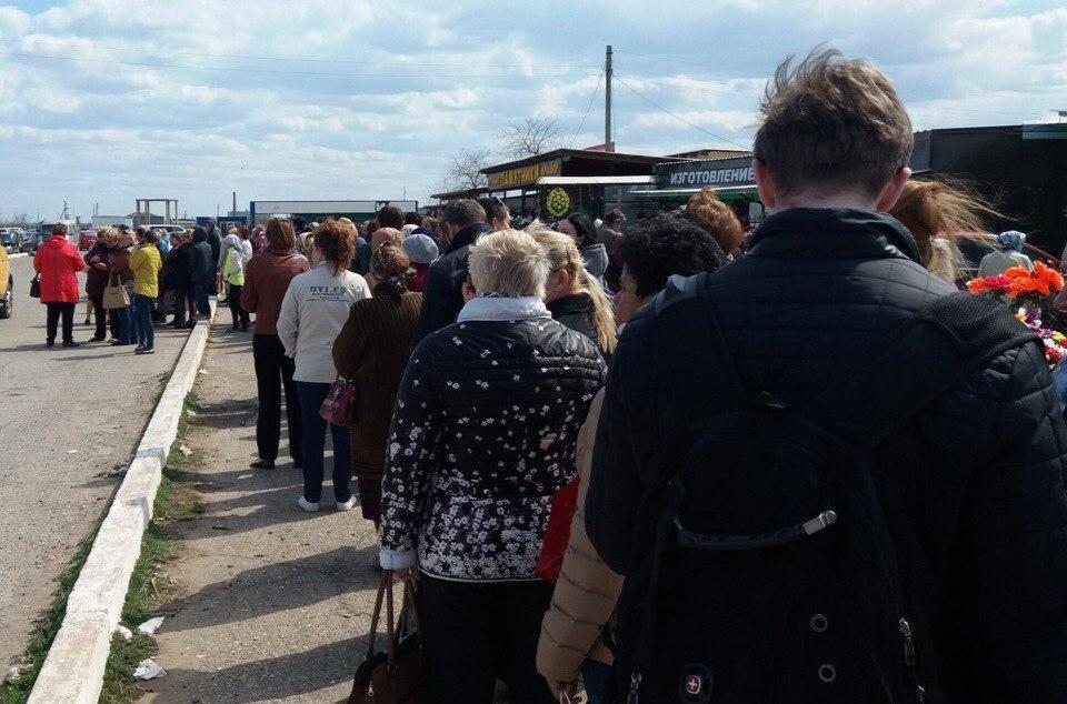 Астраханцы пытались уехать с кладбища несколько часов