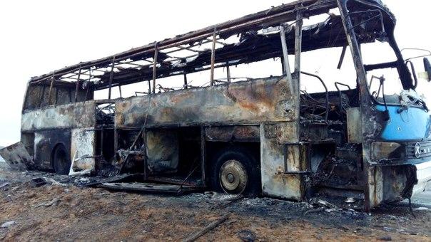 Появились снимки и видео сгоревшего рейсового автобуса под Астраханью