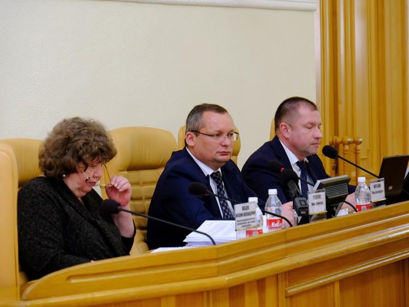 Больше всех в Думе Астраханской области зарабатывают депутаты «Единой России»
