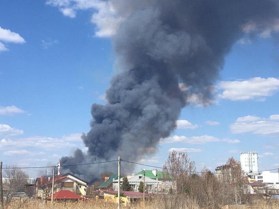 На объездной дороге в микрорайоне Бабаевского догорает последний камыш