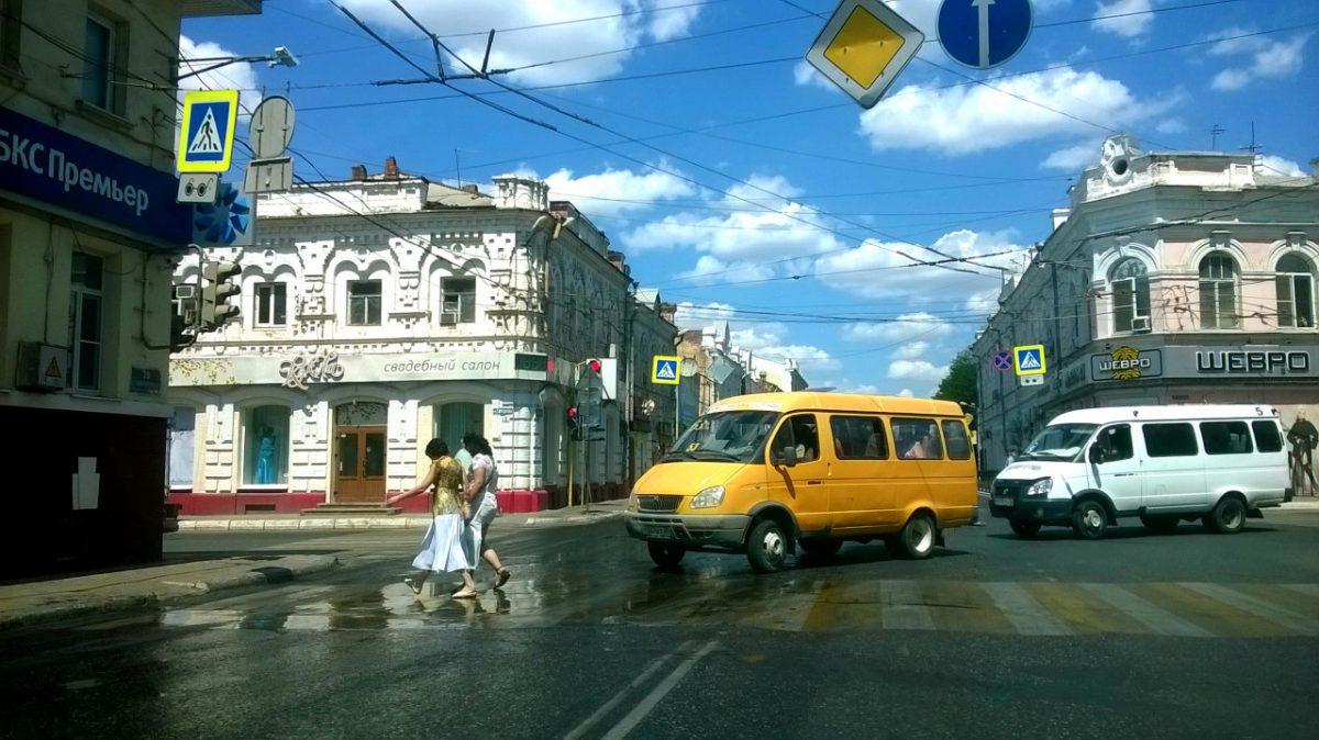 Водители маршруток в Астрахани подрались на пешеходном переходе