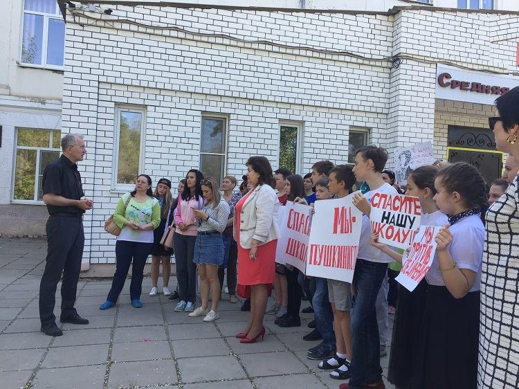 Горожане попросили Олега Шеина спасти школу им. Пушкина
