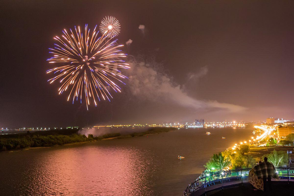 Праздничный салют в Астрахани впервые проведут с баржи