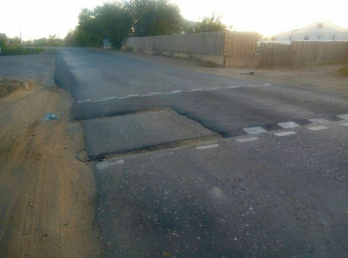 В Астраханской области нашли еще одну новую дорогу с сэкономленным асфальтом