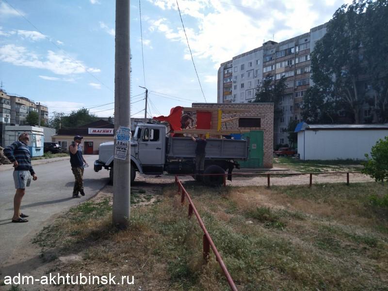 Обиженные чиновники демонтировали детскую площадку в Астраханской области