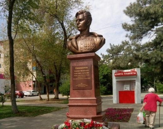 На бульваре Победы в Астрахани открыли памятник