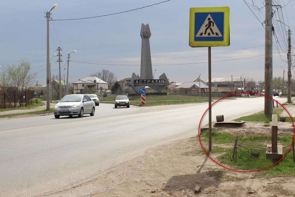 В Астрахани пешеходный переход вел к памятнику парню, погибшему в ДТП