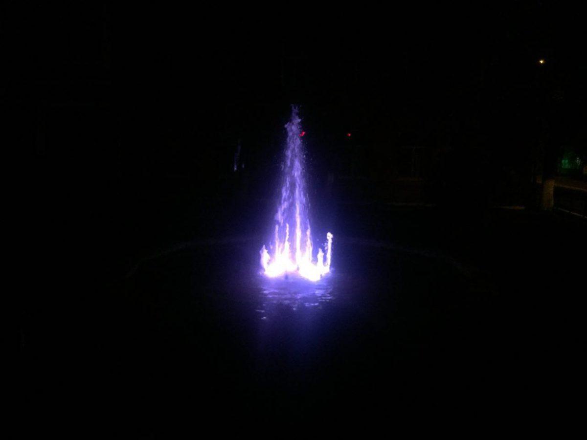В Астрахани заработал скандальный фонтан возле резиденции губернатора
