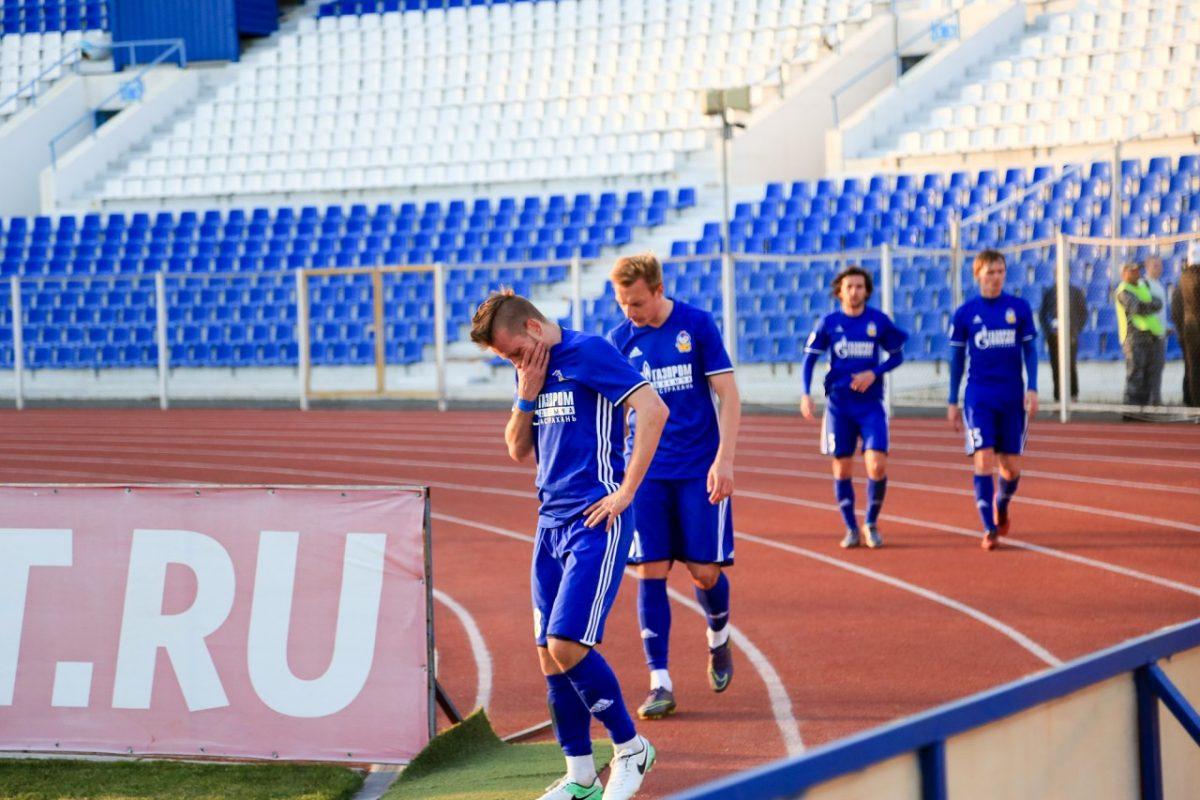 Руководителей «Волгаря» обвинили в обмане своих футболистов
