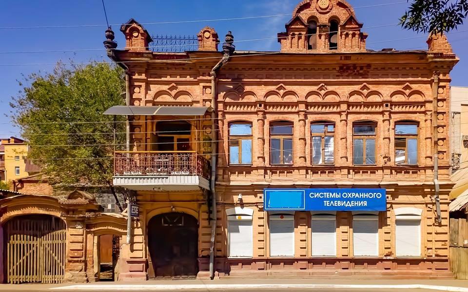 Как в Астрахани портят внешний облик старинных зданий