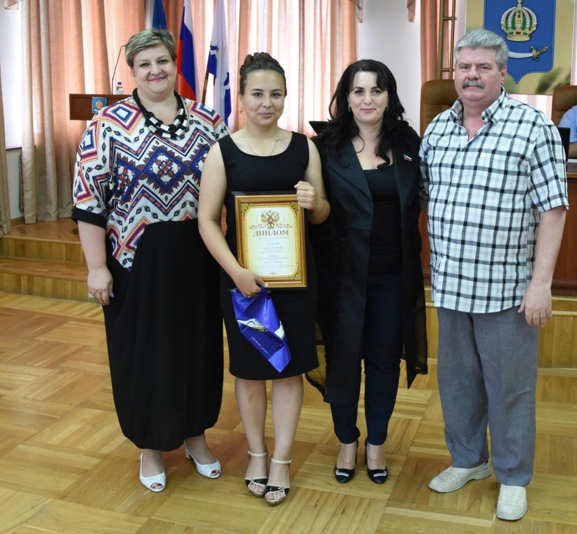 Победителей городского краеведческого диктанта наградили на заседании Гордумы