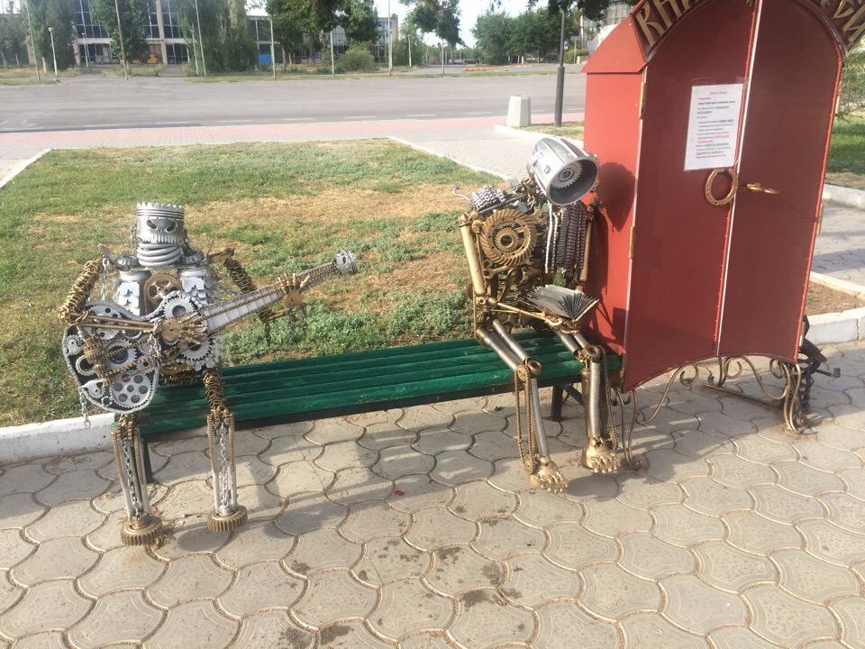 На площади в Астраханской области появились роботы