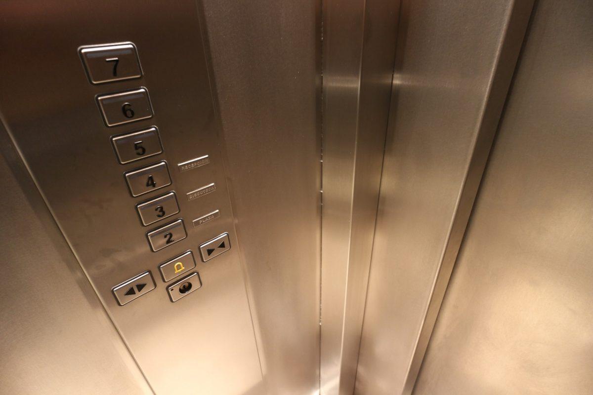 Трос лифта на улице Куликова не обрывался