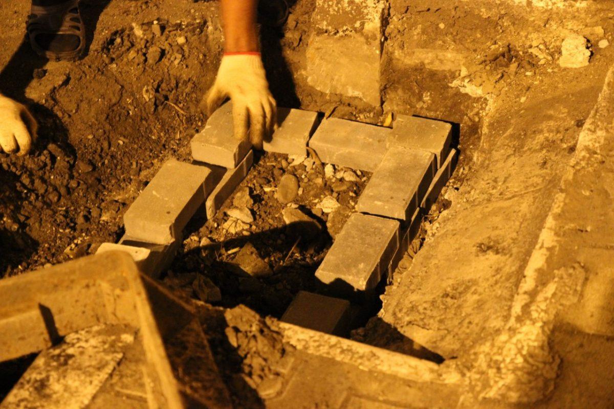 Капитальный ремонт улицы Адмиралтейской вскрыл закопанную ливневку