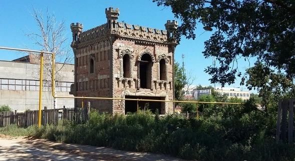 Кто и зачем построил легендарный дом-замок в Астраханской области