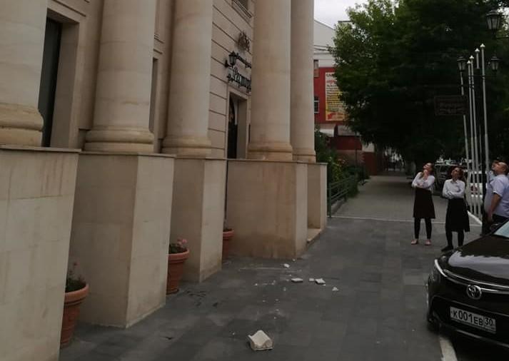 Здание гостиницы «Новомосковская» в Астрахани начало разрушаться