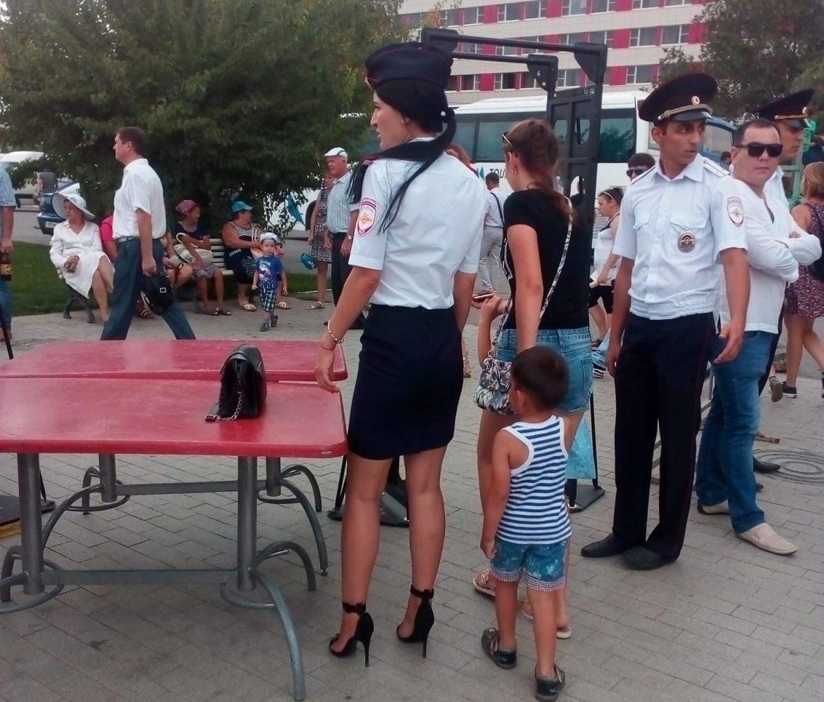 Астраханцам не понравилась сексуально одетая сотрудница полиции
