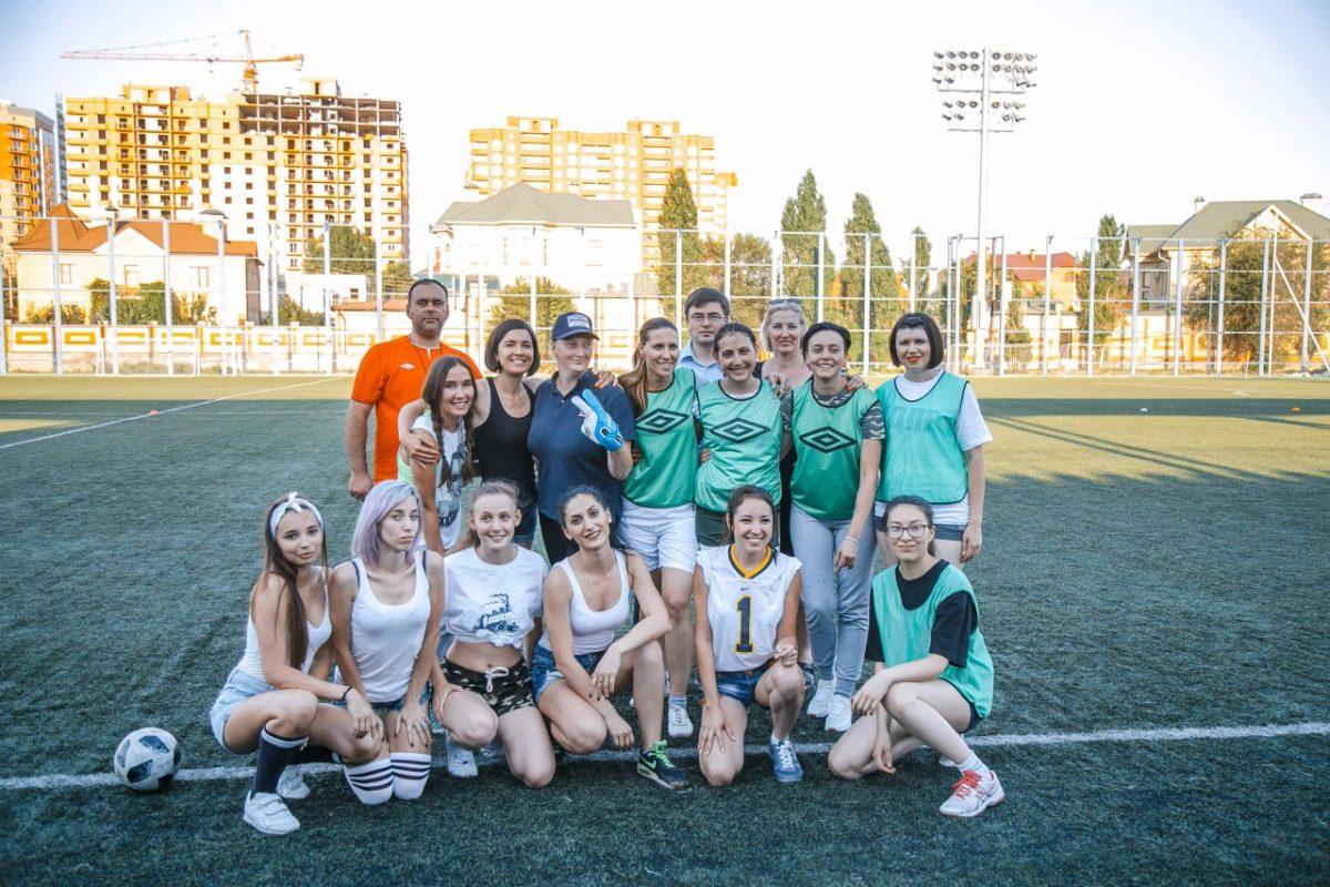 Астраханские журналистки в шортиках рубились в футбол
